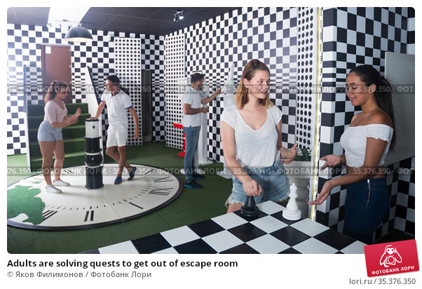Adults are solving quests to get out of escape room. Стоковое фото, фотограф Яков Филимонов / Фотобанк Лори