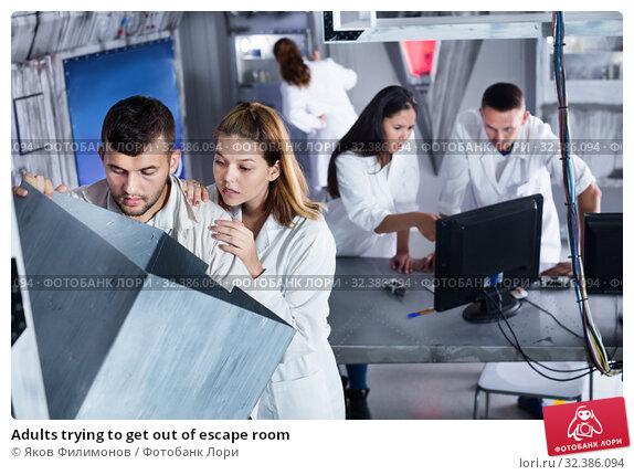 Купить «Adults trying to get out of escape room», фото № 32386094, снято 6 июля 2017 г. (c) Яков Филимонов / Фотобанк Лори