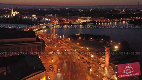 Aerial night view of Rostral column St. Petersburg (2019 год). Редакционное видео, видеограф Михаил Коханчиков / Фотобанк Лори