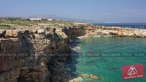Aerial video on stone arch Kamara near Geropotamos beach on Crete, Greece. (2019 год). Стоковое видео, видеограф Serg Zastavkin / Фотобанк Лори