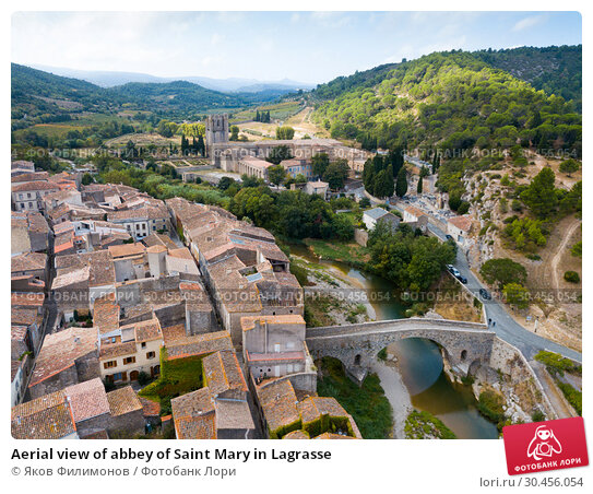 Aerial view of abbey of Saint Mary in Lagrasse (2018 год). Стоковое фото, фотограф Яков Филимонов / Фотобанк Лори
