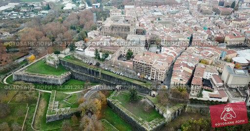 Купить «Aerial view of Pamplona medieval town with fortification in Navarre, Spain», видеоролик № 32301282, снято 23 декабря 2018 г. (c) Яков Филимонов / Фотобанк Лори