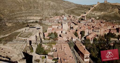 Купить «Aerial view of ruins of ancient fortified castle of Albarracin, Aragon, Spain», видеоролик № 32003186, снято 26 декабря 2018 г. (c) Яков Филимонов / Фотобанк Лори