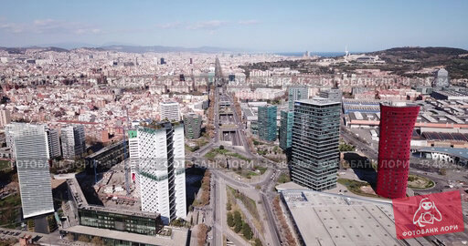 Aerial view square of the Europe at Gran Via district. Barcelona, Catalonia (2019 год). Редакционное видео, видеограф Яков Филимонов / Фотобанк Лори