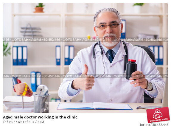 Aged male doctor working in the clinic. Стоковое фото, фотограф Elnur / Фотобанк Лори