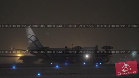 Купить «AirBridgeCargo Jumbo jet taxiing in the airport at winter night», видеоролик № 29082506, снято 29 января 2018 г. (c) Данил Руденко / Фотобанк Лори