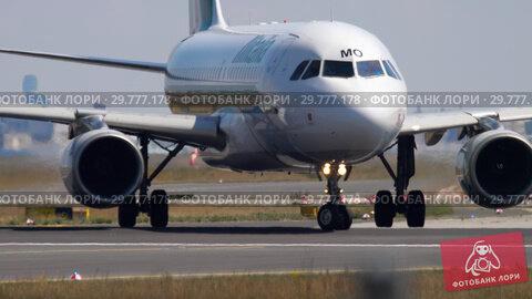 Купить «Airplane before departure», видеоролик № 29777178, снято 18 июля 2017 г. (c) Игорь Жоров / Фотобанк Лори