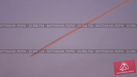 Купить «Airplane in the sky, sunset sun reflection», видеоролик № 33908734, снято 1 июня 2020 г. (c) Игорь Жоров / Фотобанк Лори