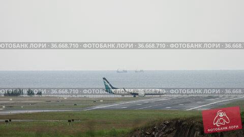 Airplane on the background of the sea (2017 год). Редакционное видео, видеограф Игорь Жоров / Фотобанк Лори