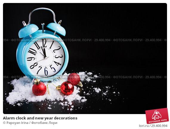 Купить «Alarm clock and new year decorations», фото № 29400994, снято 8 ноября 2018 г. (c) Papoyan Irina / Фотобанк Лори
