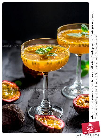 Alcoholic or non-alcoholic cocktail with fresh passion fruit (maracuya... Стоковое фото, фотограф Zoonar.com/Ingrid Balabanova / easy Fotostock / Фотобанк Лори