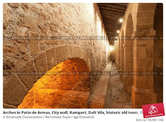 Купить «Arches in Patio de Armas, City wall, Rampart, Dalt Vila, historic old town, Ibiza, Balearic Islands, Spain, Mediterranean, Europe.», фото № 14901142, снято 22 июня 2018 г. (c) age Fotostock / Фотобанк Лори
