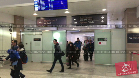 Купить «Arrived passengers come to arrival area of the Pulkovo International airport with luggage. New terminal serves citizens of the St. Petersburg», видеоролик № 32182922, снято 2 апреля 2019 г. (c) Кекяляйнен Андрей / Фотобанк Лори