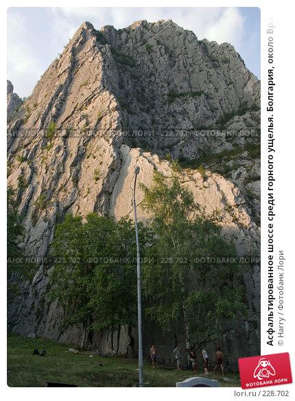 Асфальтированное шоссе среди горного ущелья. Болгария, около Враца, фото № 228702, снято 19 августа 2007 г. (c) Harry / Фотобанк Лори
