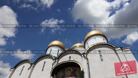 Купить «Assumption Cathedral (Cathedral of the Dormition, Uspensky sobor) against the sky. Inside of Moscow Kremlin, Russia (day)», видеоролик № 30314110, снято 15 марта 2019 г. (c) Владимир Журавлев / Фотобанк Лори