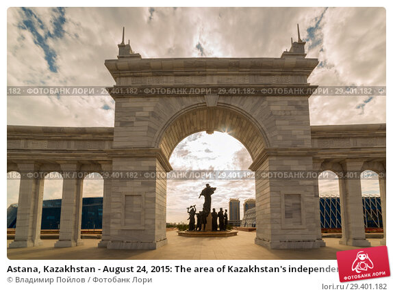 Купить «Astana, Kazakhstan - August 24, 2015: The area of Kazakhstan's independence, archway and monument Kazak Eli», фото № 29401182, снято 24 августа 2015 г. (c) Владимир Пойлов / Фотобанк Лори