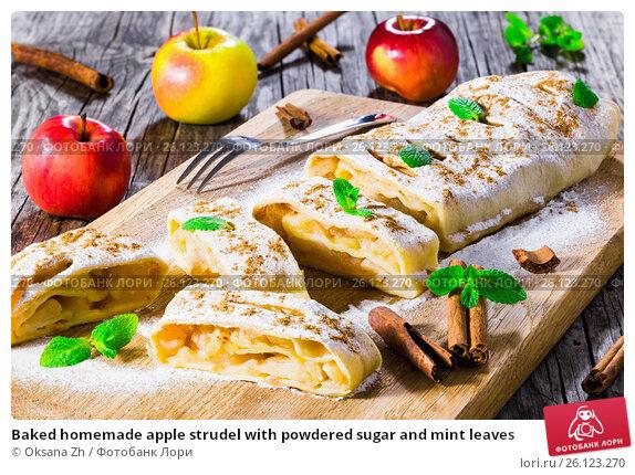 Купить «Baked homemade apple strudel with powdered sugar and mint leaves», фото № 26123270, снято 22 марта 2019 г. (c) Oksana Zh / Фотобанк Лори