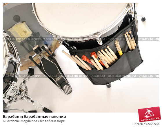 Купить «Барабан и барабанные палочки», фото № 7568534, снято 17 февраля 2010 г. (c) Iordache Magdalena / Фотобанк Лори