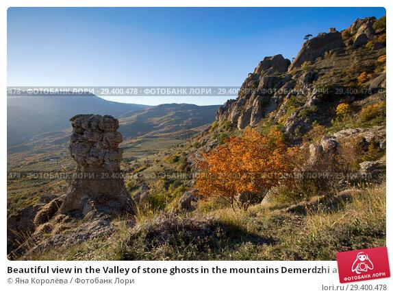 Купить «Beautiful view in the Valley of stone ghosts in the mountains Demerdzhi and yellow tree in the autumn Crimea», фото № 29400478, снято 12 октября 2018 г. (c) Яна Королёва / Фотобанк Лори