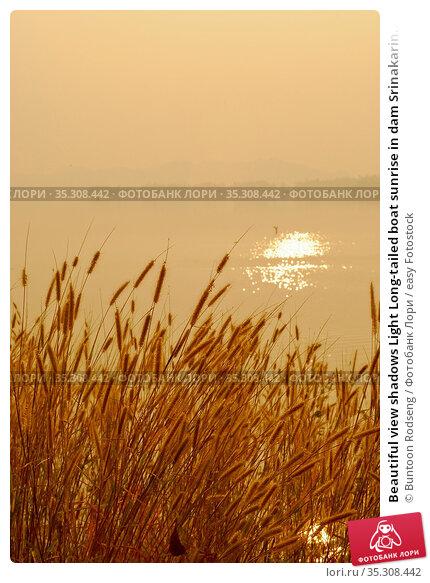 Beautiful view shadows Light Long-tailed boat sunrise in dam Srinakarin... Стоковое фото, фотограф Buntoon Rodseng / easy Fotostock / Фотобанк Лори