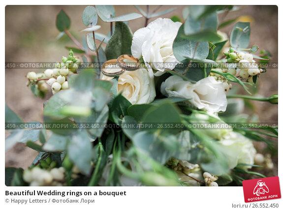 Купить «Beautiful Wedding rings on a bouquet», фото № 26552450, снято 24 сентября 2016 г. (c) Happy Letters / Фотобанк Лори