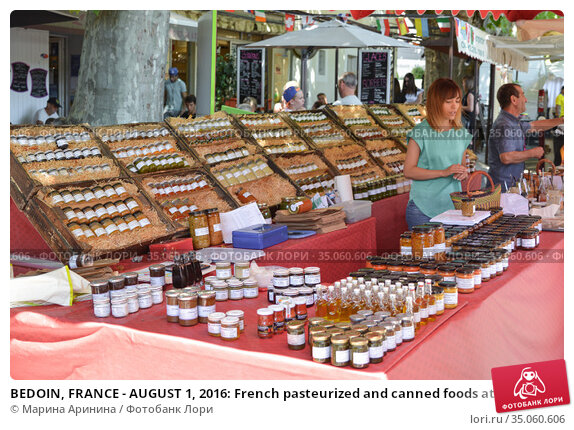 BEDOIN, FRANCE - AUGUST 1, 2016: French pasteurized and canned foods at the market in Provence. Редакционное фото, фотограф Ирина Аринина / Фотобанк Лори