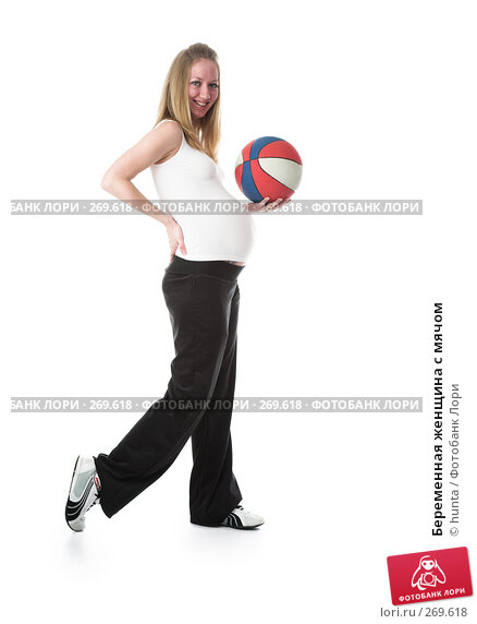 Беременная женщина с мячом, фото № 269618, снято 14 декабря 2007 г. (c) hunta / Фотобанк Лори