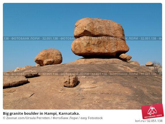 Big granite boulder in Hampi, Karnataka. Стоковое фото, фотограф Zoonar.com/Ursula Perreten / easy Fotostock / Фотобанк Лори