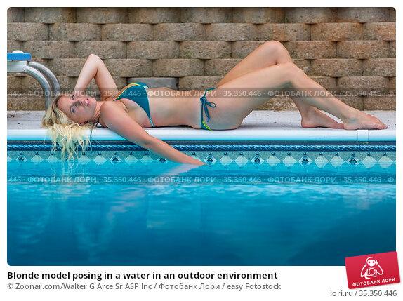 Blonde model posing in a water in an outdoor environment. Стоковое фото, фотограф Zoonar.com/Walter G Arce Sr ASP Inc / easy Fotostock / Фотобанк Лори
