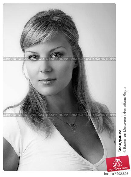 Блондинка, фото № 202898, снято 14 июля 2007 г. (c) Валентин Мосичев / Фотобанк Лори