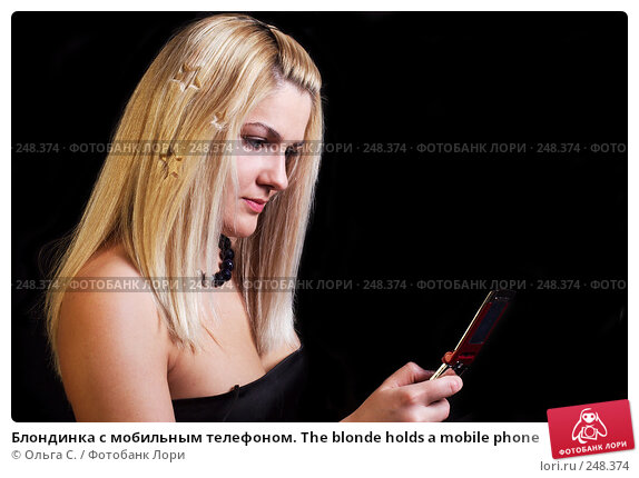 Блондинка с мобильным телефоном. The blonde holds a mobile phone, фото № 248374, снято 4 декабря 2007 г. (c) Ольга С. / Фотобанк Лори