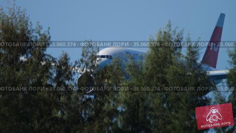 Boeing 777 airliner landing (2019 год). Редакционное видео, видеограф Игорь Жоров / Фотобанк Лори