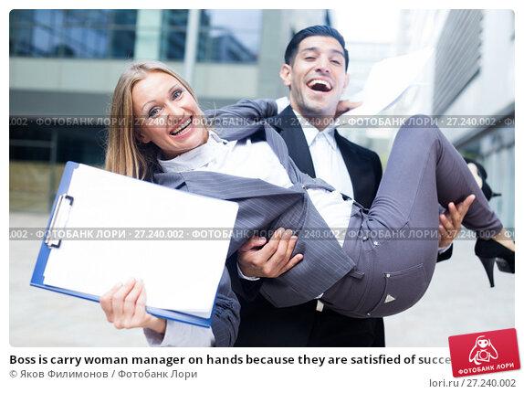 Купить «Boss is carry woman manager on hands because they are satisfied of successful contract», фото № 27240002, снято 20 августа 2017 г. (c) Яков Филимонов / Фотобанк Лори