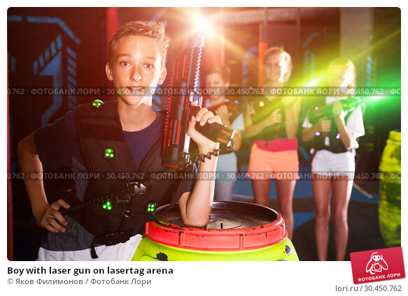 Boy with laser gun on lasertag arena. Стоковое фото, фотограф Яков Филимонов / Фотобанк Лори