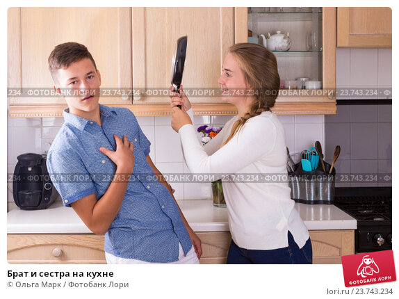 фото сестра дала брату на кухне киску
