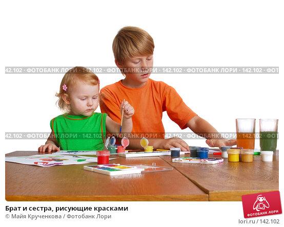Брат и сестра, рисующие красками, фото № 142102, снято 29 августа 2007 г. (c) Майя Крученкова / Фотобанк Лори