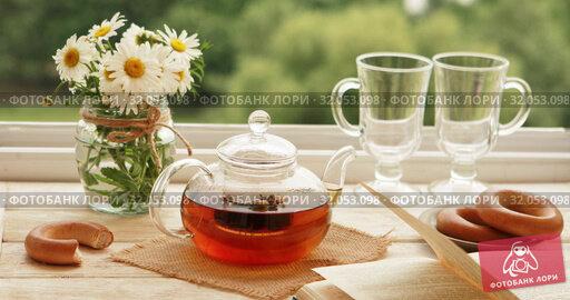 Brewing willow tea. Стоковое видео, видеограф Потийко Сергей / Фотобанк Лори