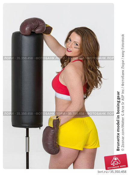 Brunette model in boxing gear. Стоковое фото, фотограф Zoonar.com/Walter G Arce Sr ASP Inc / easy Fotostock / Фотобанк Лори