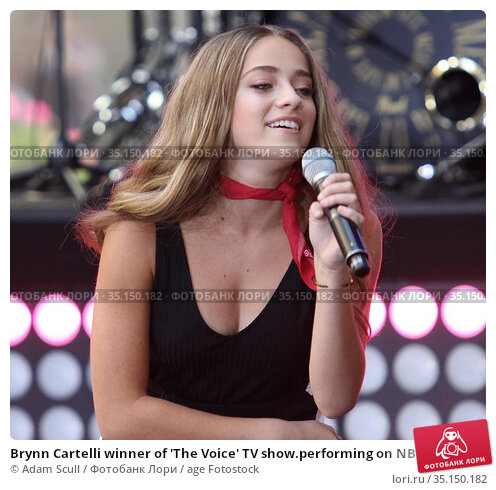 Brynn Cartelli winner of 'The Voice' TV show.performing on NBC 'Today... (2018 год). Редакционное фото, фотограф Adam Scull / age Fotostock / Фотобанк Лори