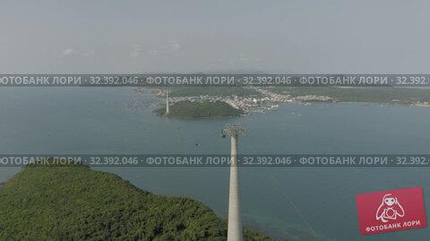 Купить «Cable car Fanicular to Pinepple Island in Vietnam 4K Drone shot», видеоролик № 32392046, снято 4 ноября 2019 г. (c) Aleksejs Bergmanis / Фотобанк Лори