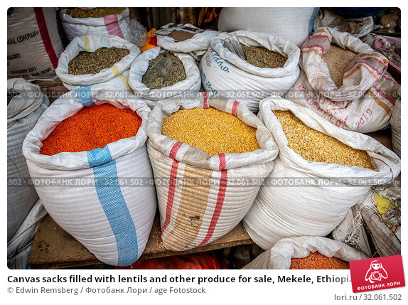 Canvas sacks filled with lentils and other produce for sale, Mekele, Ethiopia. Mekele, Ethiopia. Стоковое фото, фотограф Edwin Remsberg / age Fotostock / Фотобанк Лори