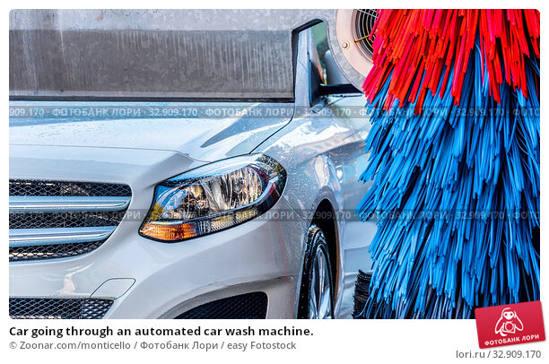 Car going through an automated car wash machine. Стоковое фото, фотограф Zoonar.com/monticello / easy Fotostock / Фотобанк Лори