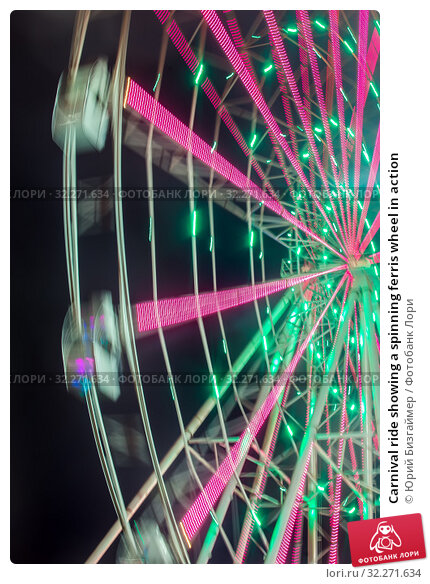 Купить «Carnival ride showing a spinning ferris wheel in action», фото № 32271634, снято 6 апреля 2017 г. (c) Юрий Бизгаймер / Фотобанк Лори