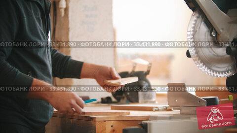 Купить «Carpentry working - bearded man making marks on the plywood», видеоролик № 33431890, снято 7 апреля 2020 г. (c) Константин Шишкин / Фотобанк Лори