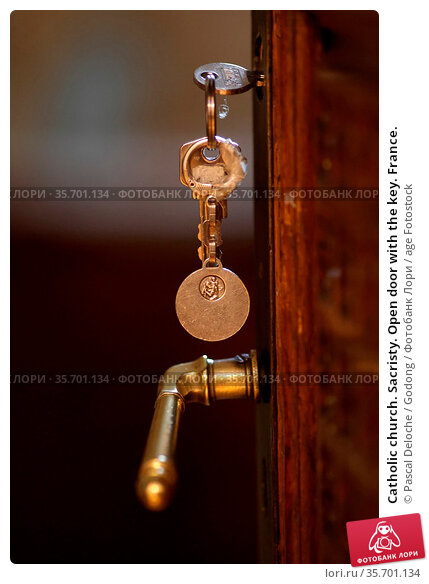 Catholic church. Sacristy. Open door with the key. France. Стоковое фото, фотограф Pascal Deloche / Godong / age Fotostock / Фотобанк Лори