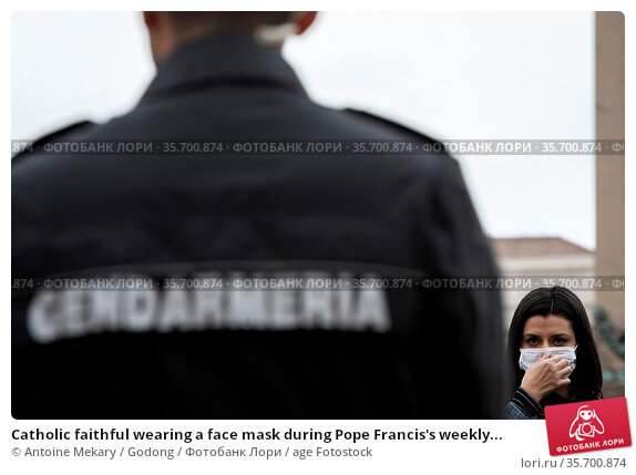 Catholic faithful wearing a face mask during Pope Francis's weekly... Стоковое фото, фотограф Antoine Mekary / Godong / age Fotostock / Фотобанк Лори