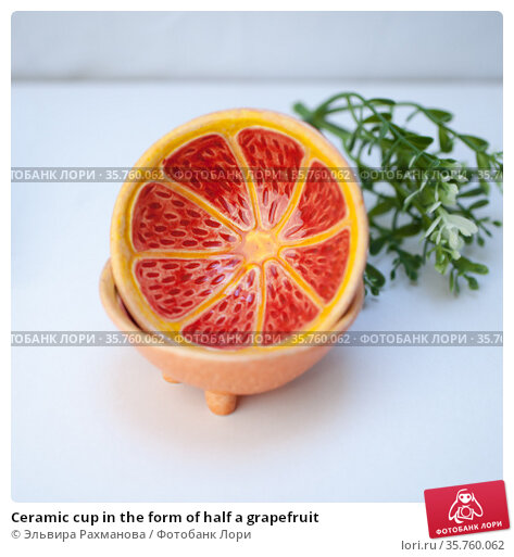 Ceramic cup in the form of half a grapefruit. Редакционное фото, фотограф Эльвира Рахманова / Фотобанк Лори