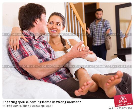 Купить «Cheating spouse coming home in wrong moment», фото № 23803326, снято 18 июля 2015 г. (c) Яков Филимонов / Фотобанк Лори