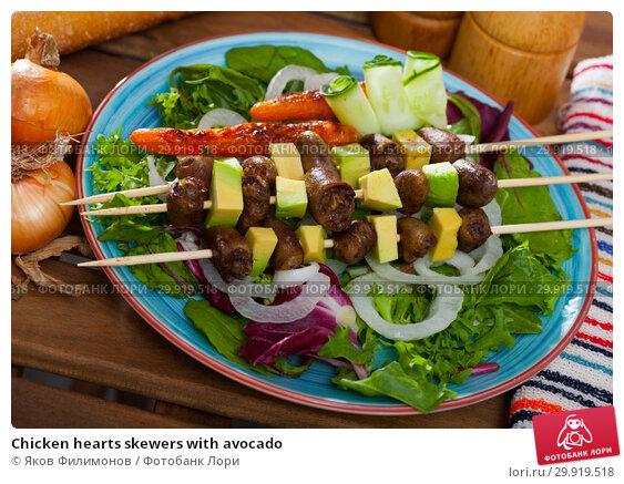Купить «Chicken hearts skewers with avocado», фото № 29919518, снято 23 января 2020 г. (c) Яков Филимонов / Фотобанк Лори
