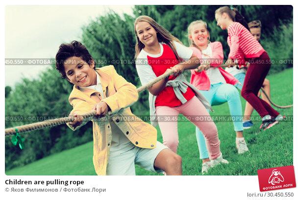 Children are pulling rope. Стоковое фото, фотограф Яков Филимонов / Фотобанк Лори